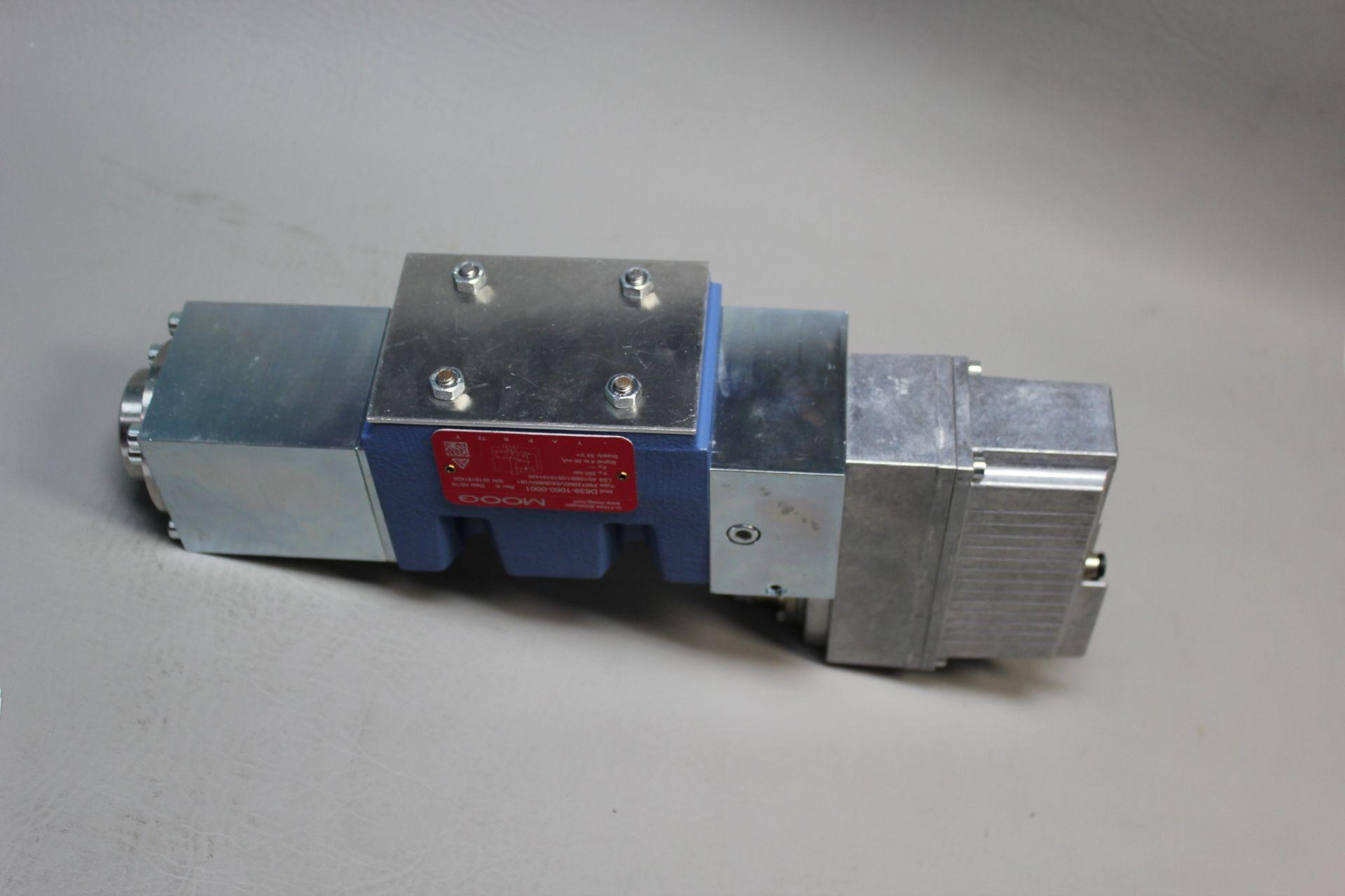 NEW MOOG DIRECT DRIVE DIGITAL CONTROL HYDRAULIC SERVO VALVE - Image 13 of 14