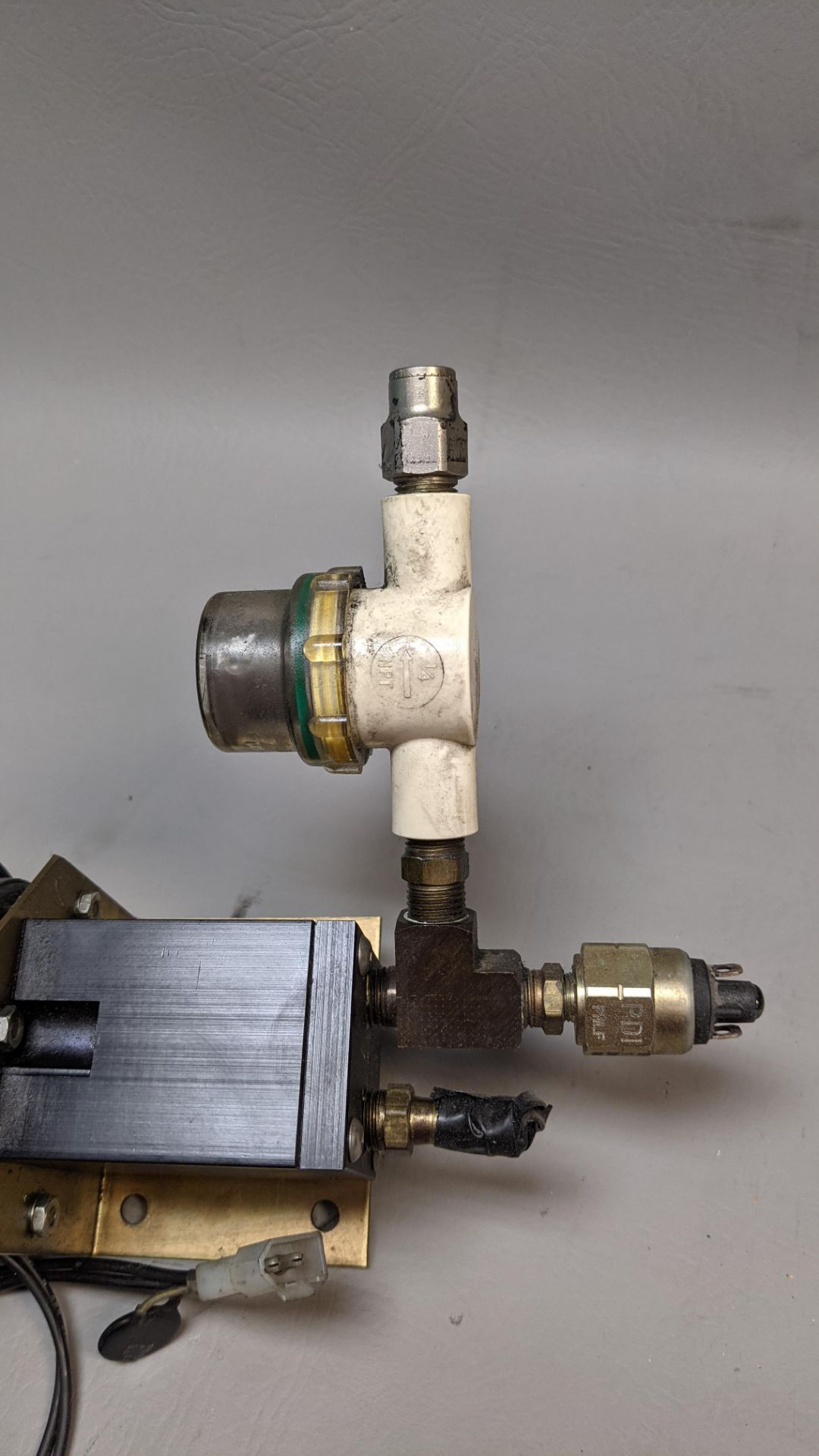 DAYTON MOTOR AND ATTACHMENT - Image 3 of 4