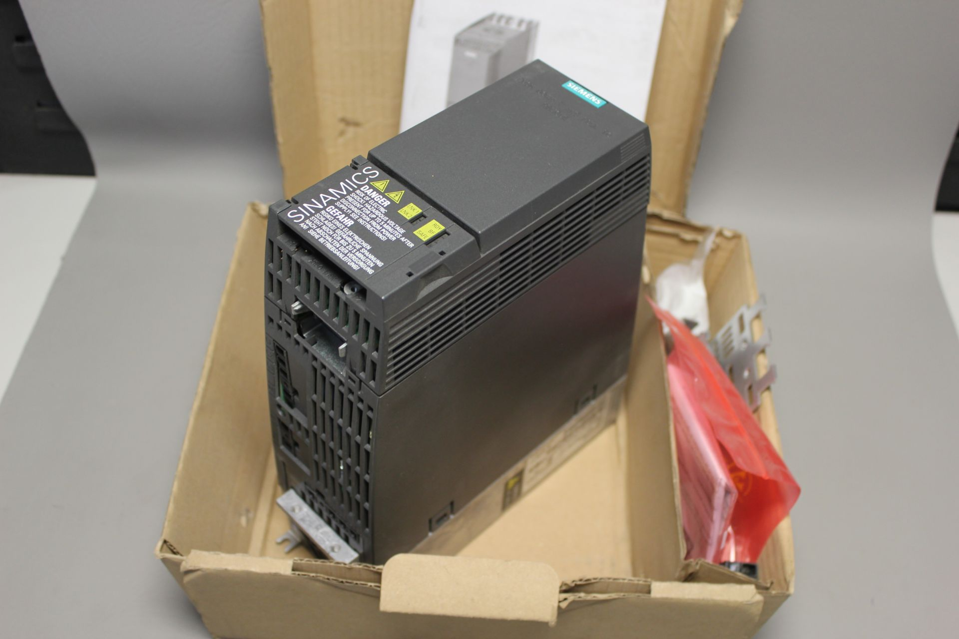 NEW SIEMENS G120C PN FREQUENCY CONVERTER - Image 5 of 7