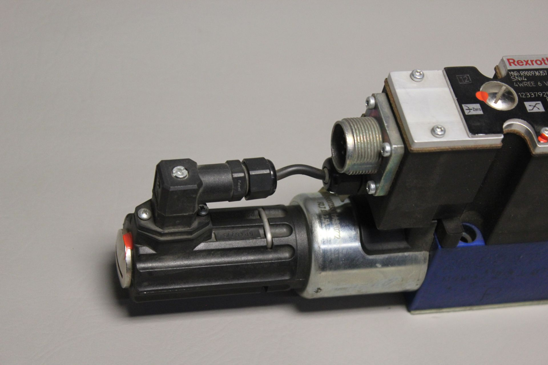 NEW REXROTH HYDRAULIC PROPORTIONAL VALVE - Image 3 of 6