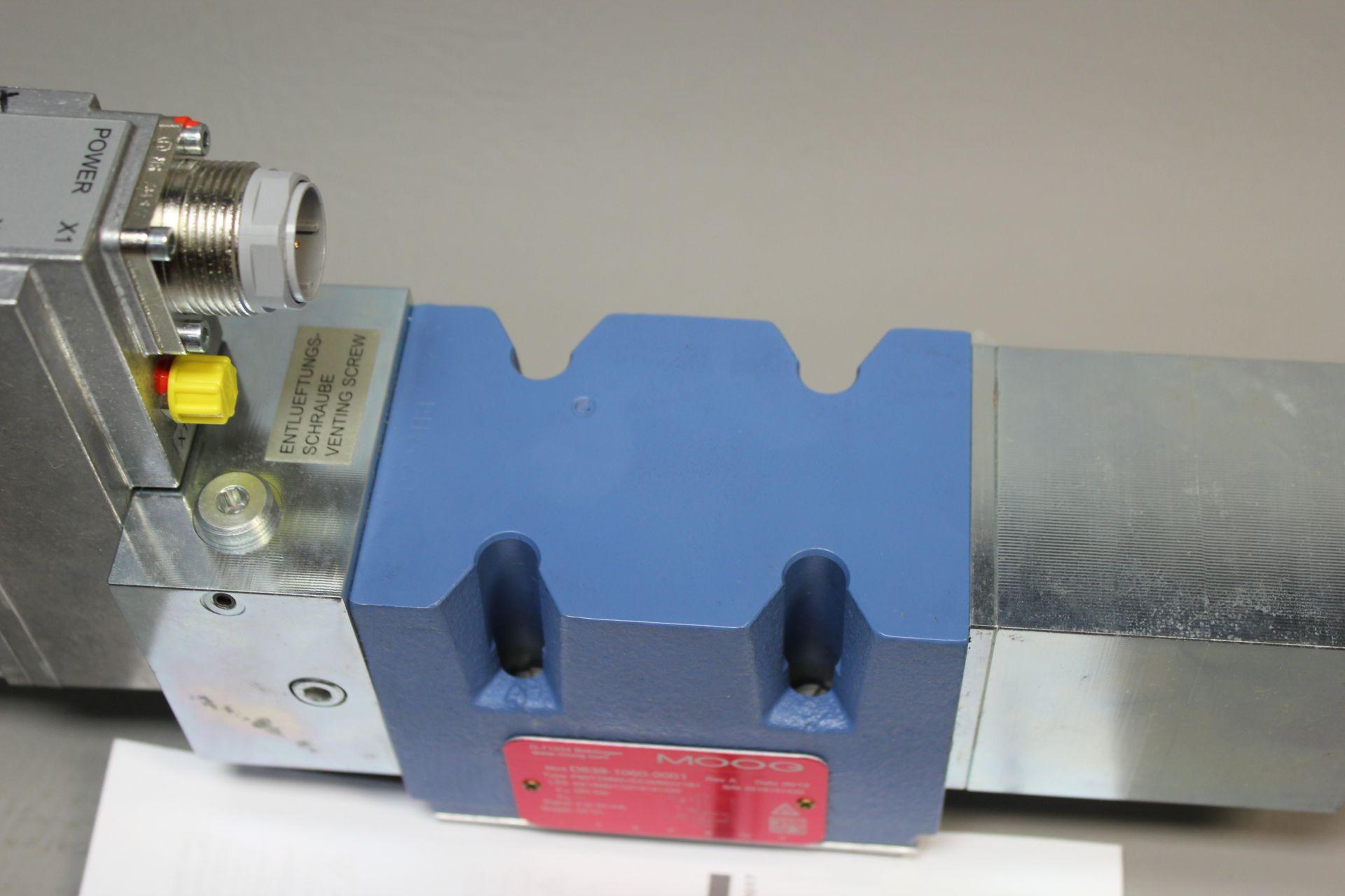 NEW MOOG DIRECT DRIVE DIGITAL CONTROL HYDRAULIC SERVO VALVE - Image 7 of 14