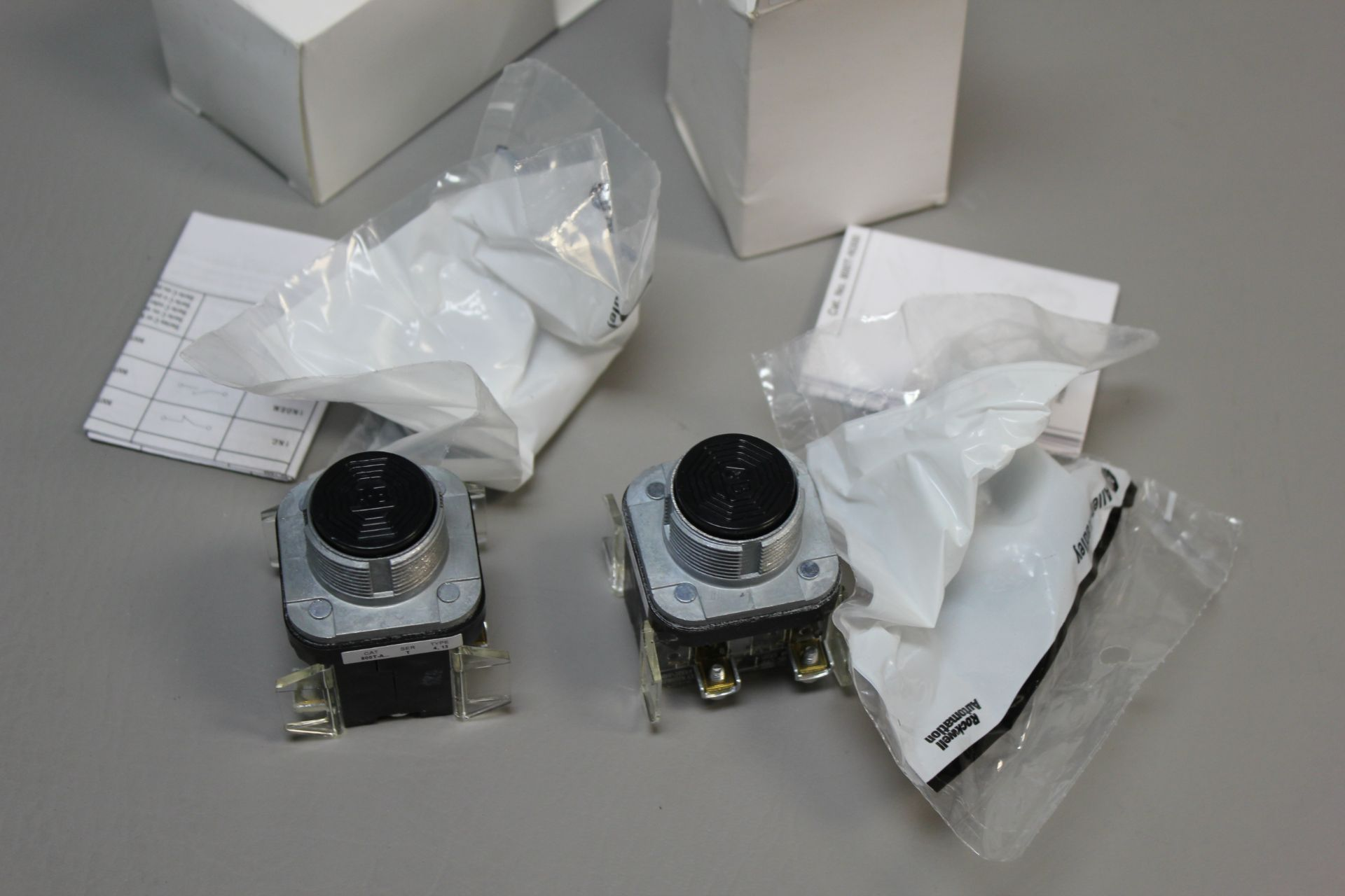 LOT OF NEW ALLEN BRADLEY PUSH BUTTONS - Image 2 of 2