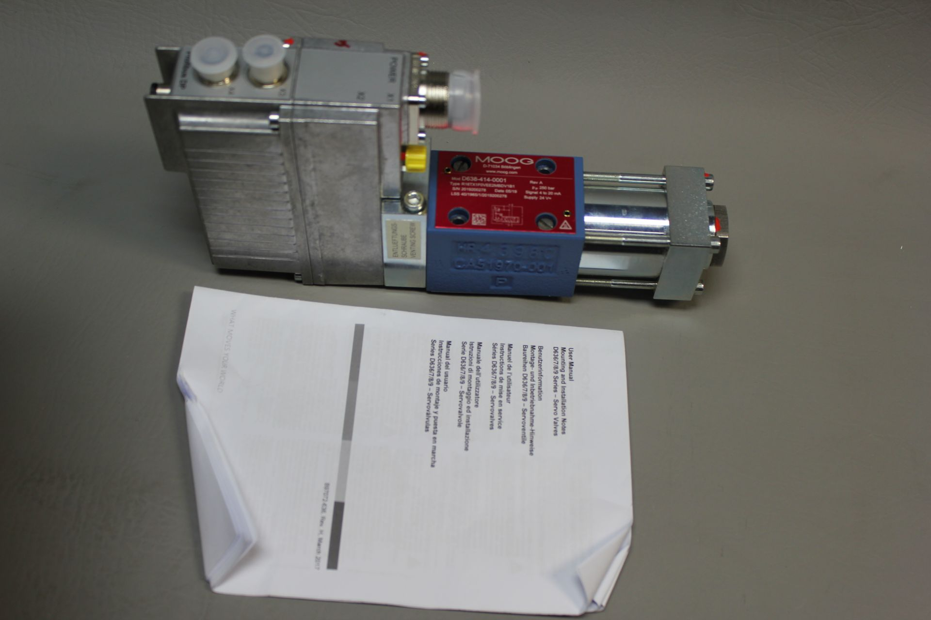 NEW MOOG DIRECT DRIVE DIGITAL CONTROL HYDRAULIC SERVO VALVE - Image 4 of 12