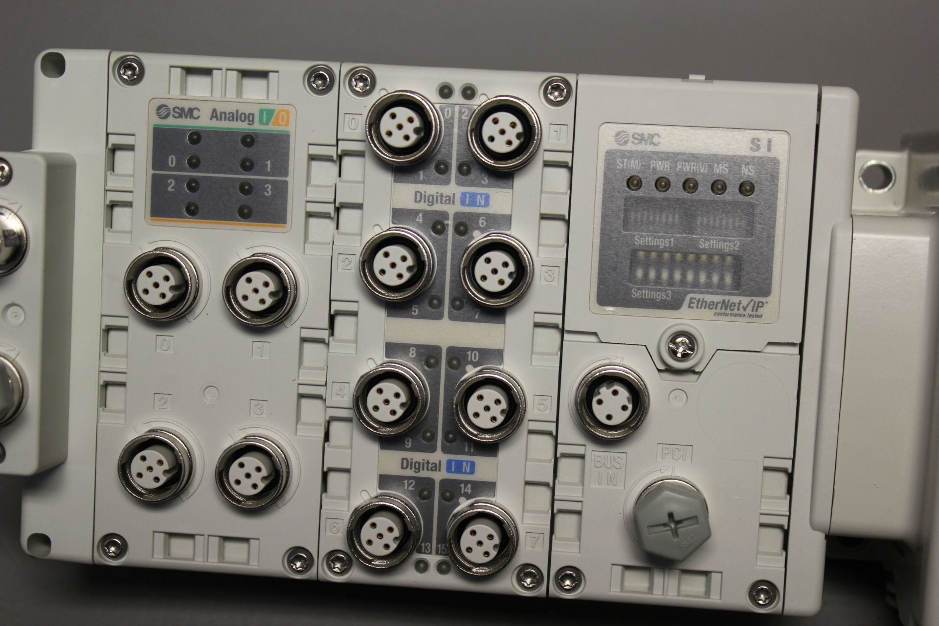 NEW SMC MANIFOLD WITH SOLENOID VALVES, ETHERNET/IP I/O - Image 4 of 8