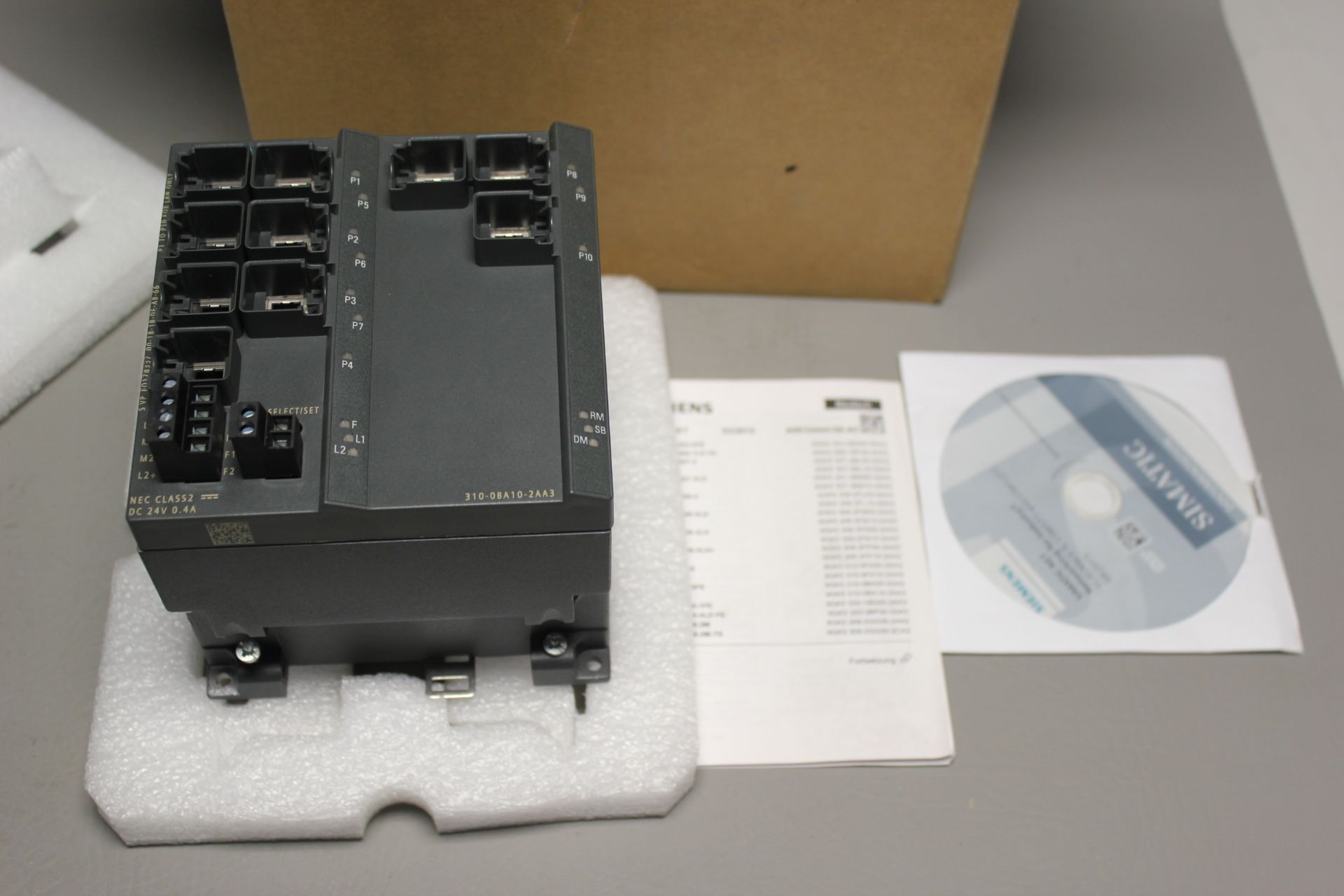 NEW SIEMENS SCALANCE MANAGED INDUSTRIAL ETHERNET SWITCH - Image 4 of 7