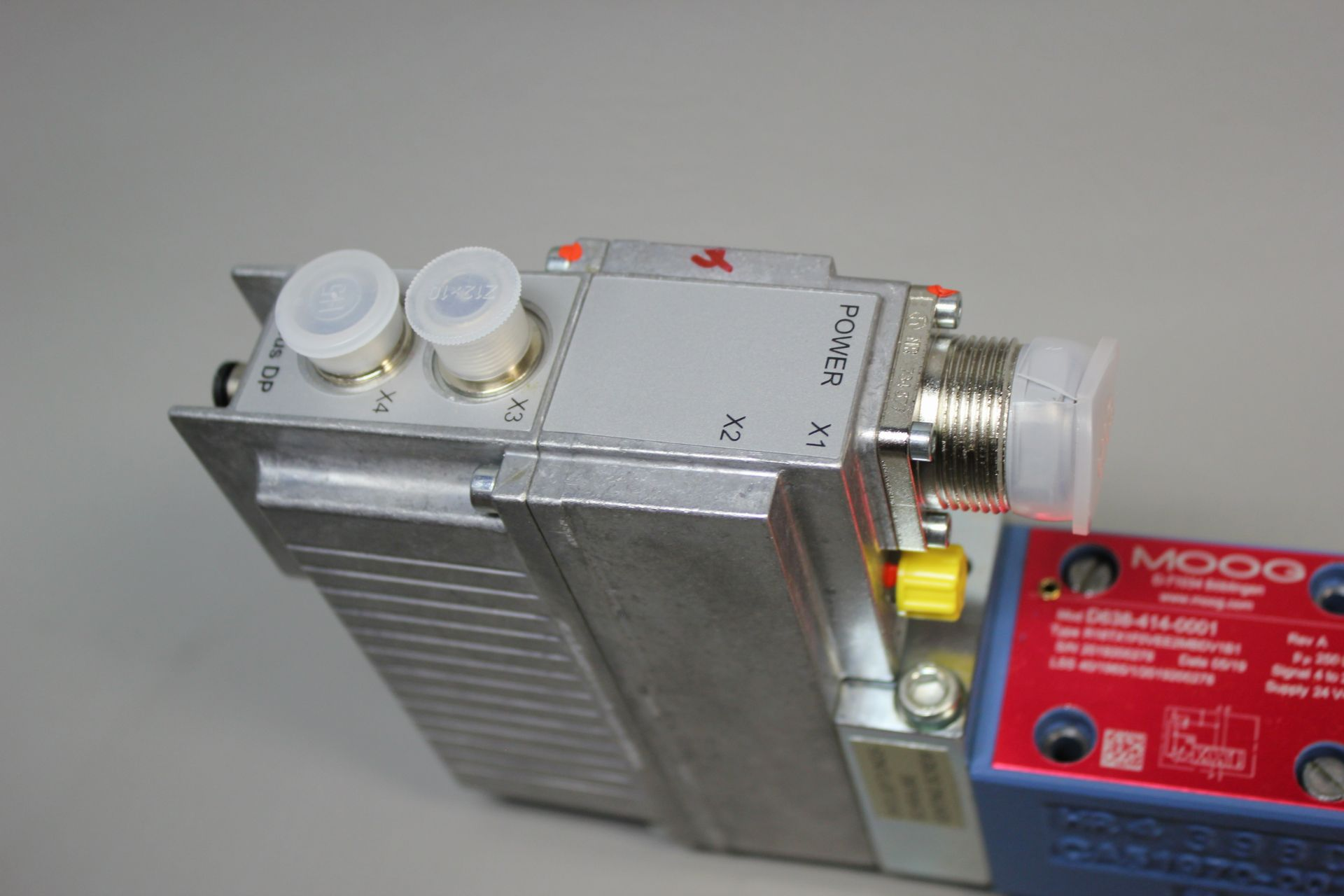 NEW MOOG DIRECT DRIVE DIGITAL CONTROL HYDRAULIC SERVO VALVE - Image 7 of 12