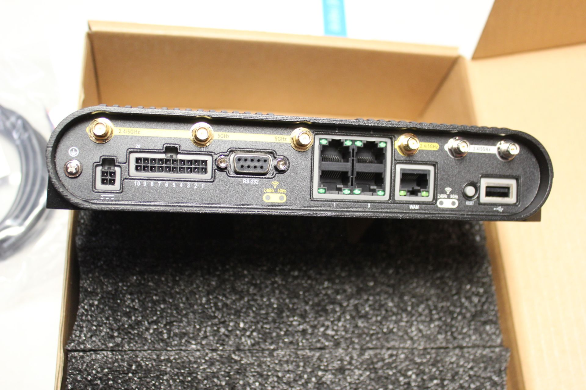NEW CRADLEPOINT COR SERIES ROUTER - Image 6 of 8