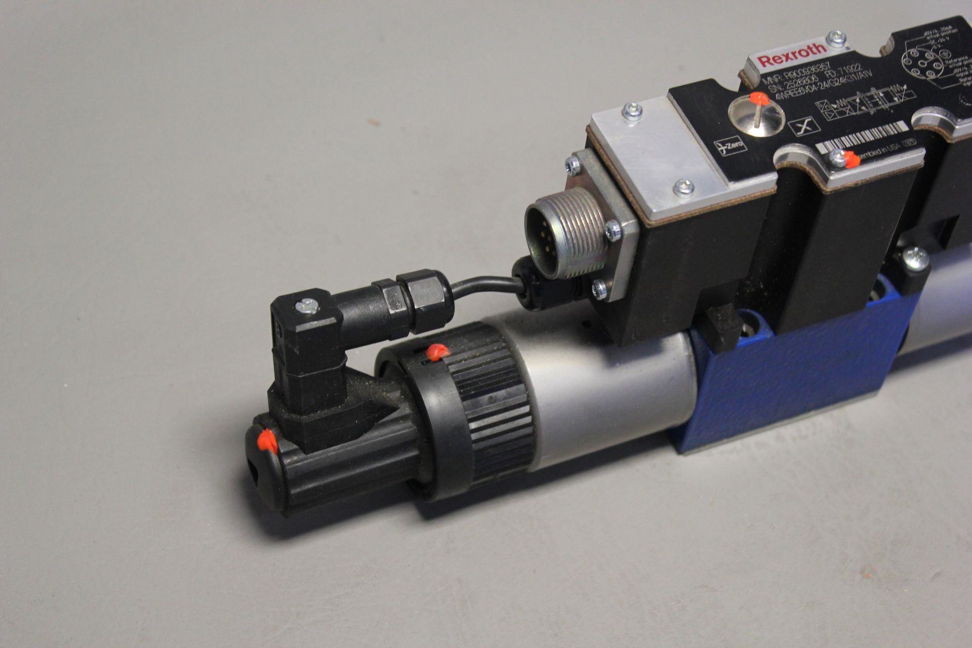 NEW REXROTH HYDRAULIC PROPORTIONAL VALVE - Image 2 of 6