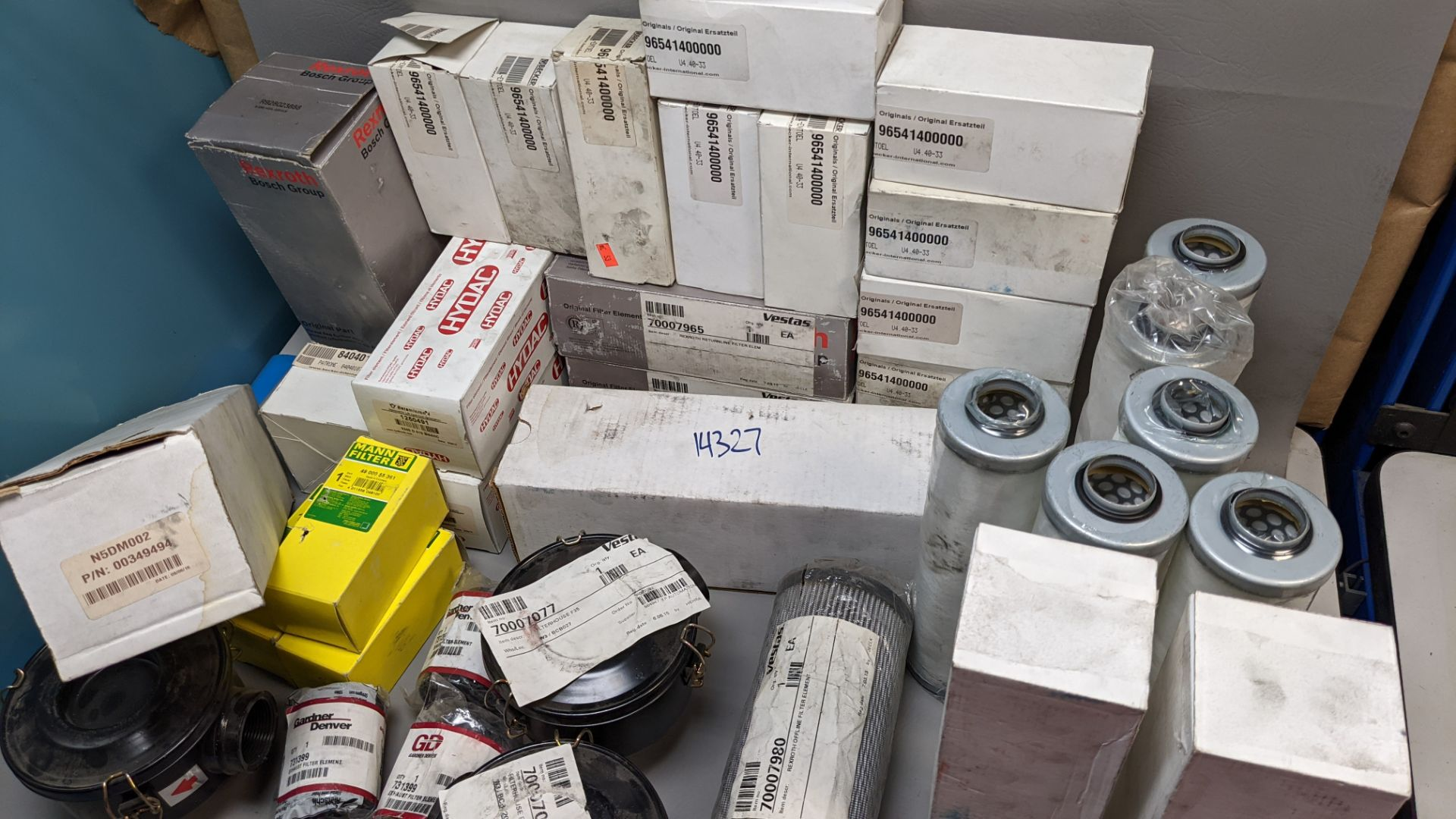 LARGE LOT OF VARIOUS NEW INDUSTRIAL FILTERS