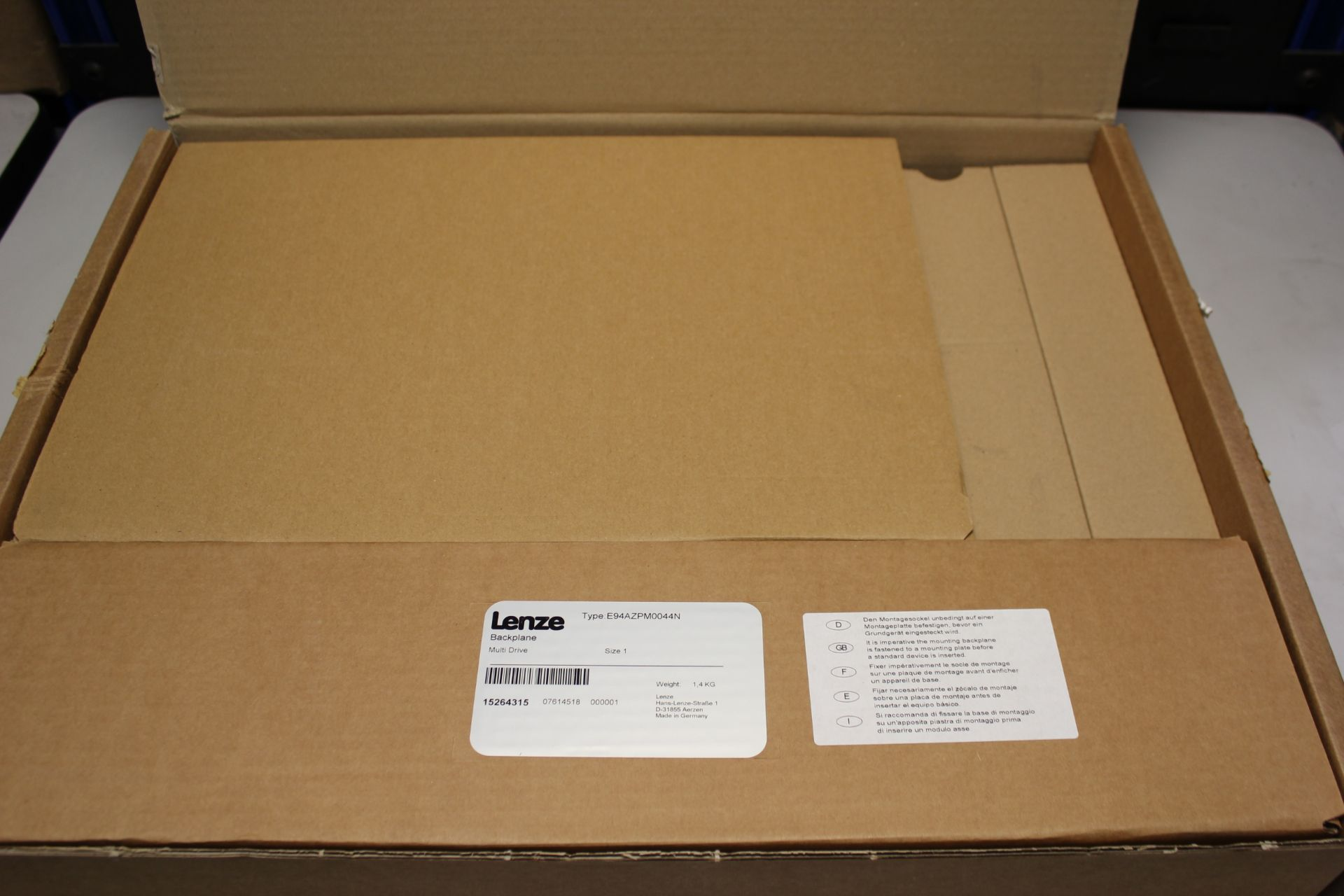 NEW LENZE MULTI DRIVE 9400 SERVO DRIVE WITH BACKPLANE - Image 3 of 11