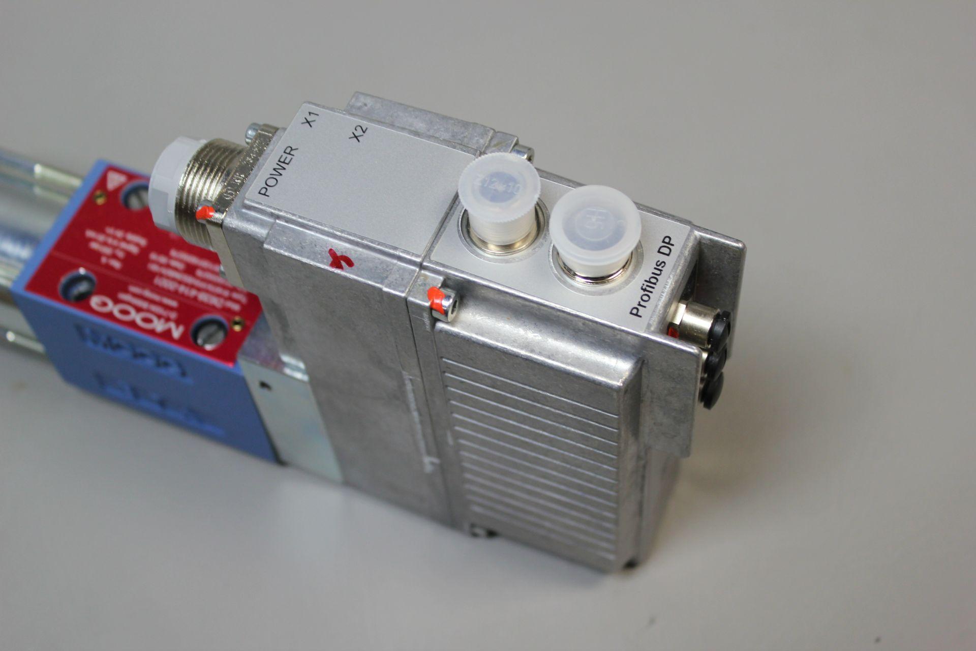 NEW MOOG DIRECT DRIVE DIGITAL CONTROL HYDRAULIC SERVO VALVE - Image 10 of 12