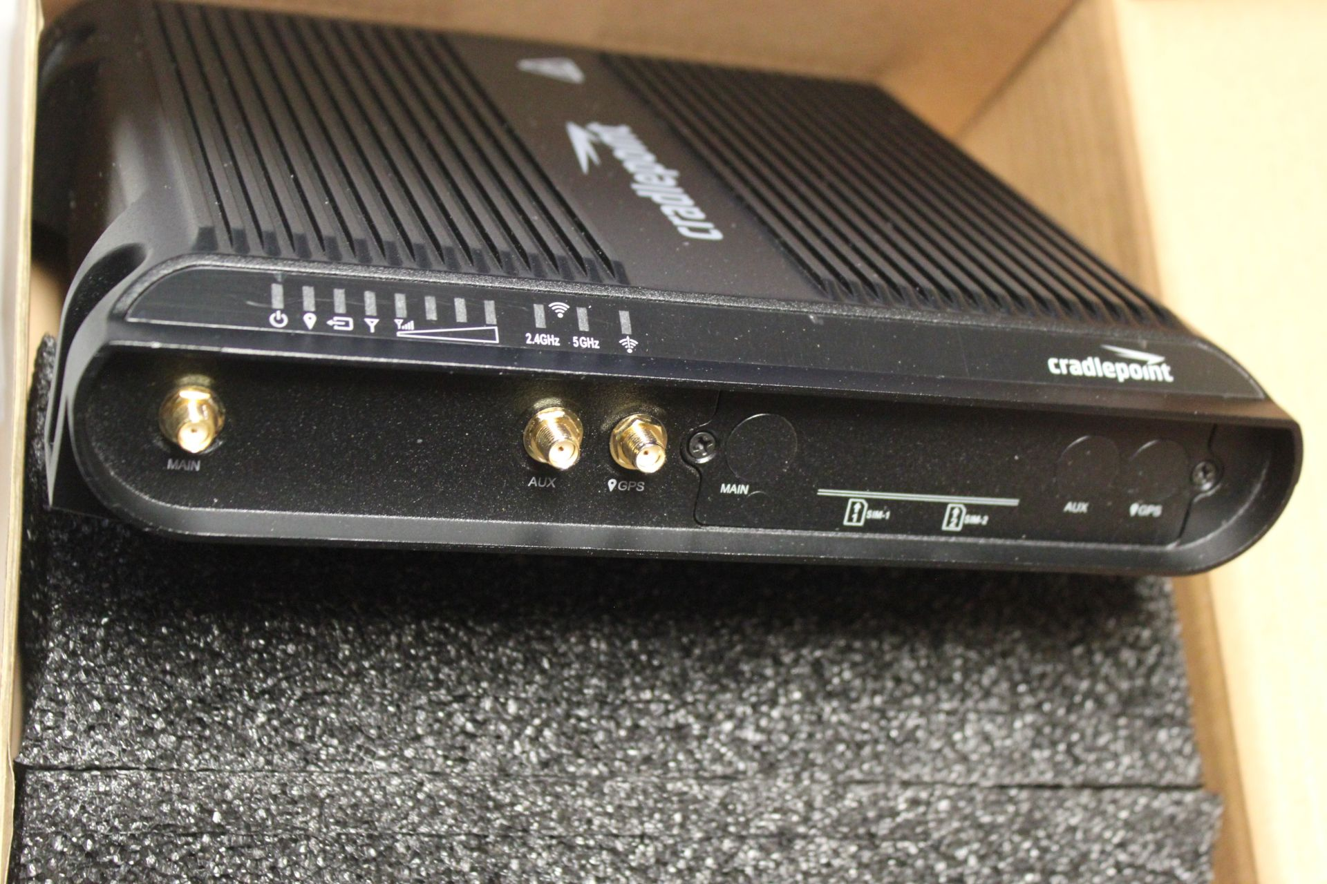 NEW CRADLEPOINT COR SERIES ROUTER - Image 5 of 8