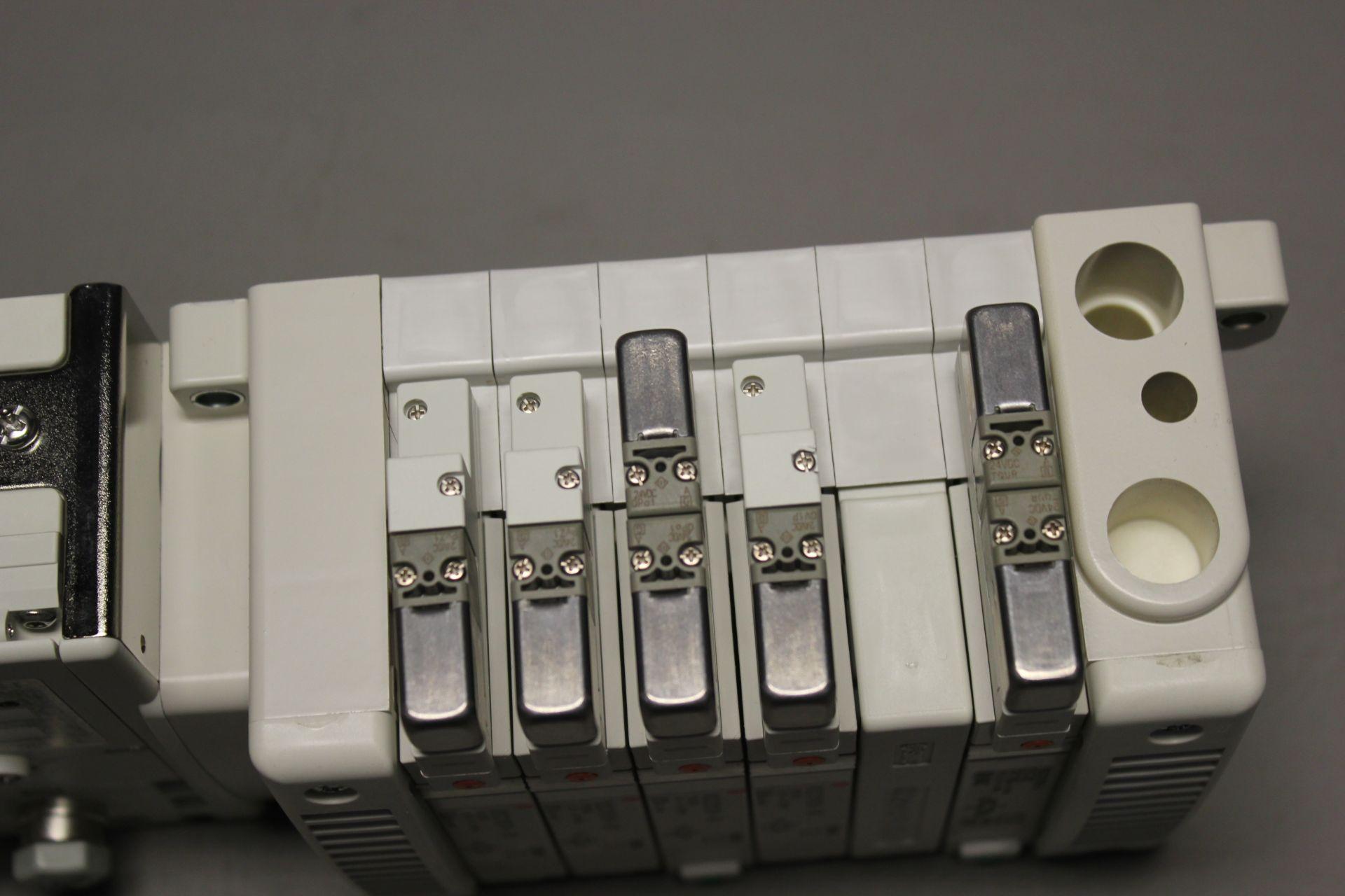 NEW SMC MANIFOLD WITH SOLENOID VALVES, ETHERNET/IP I/O - Image 5 of 8