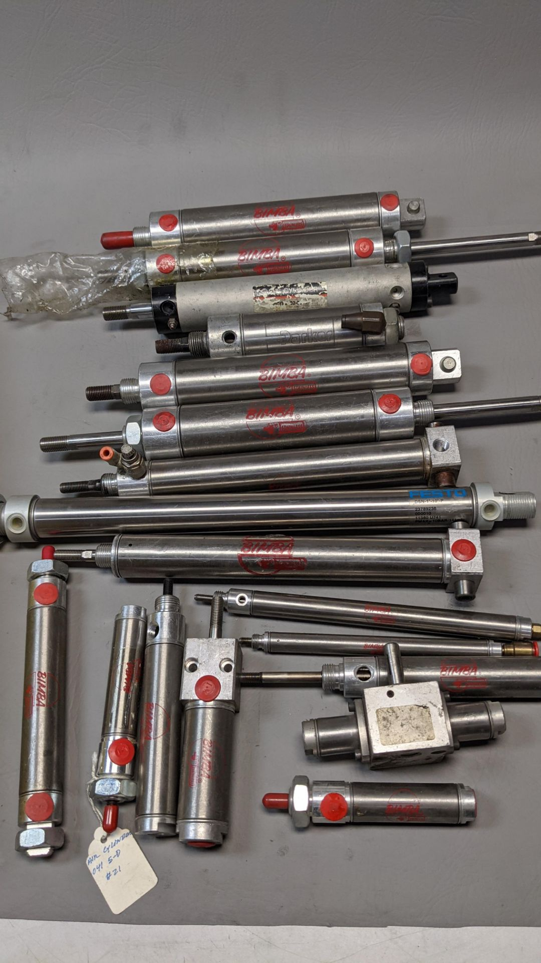 LARGE LOT OF PNEUMATIC CYLINDERS