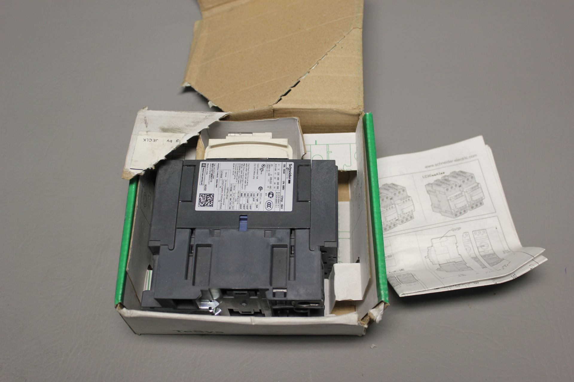 NEW SCHNEIDER 3 POLE CONTACTOR - Image 5 of 6