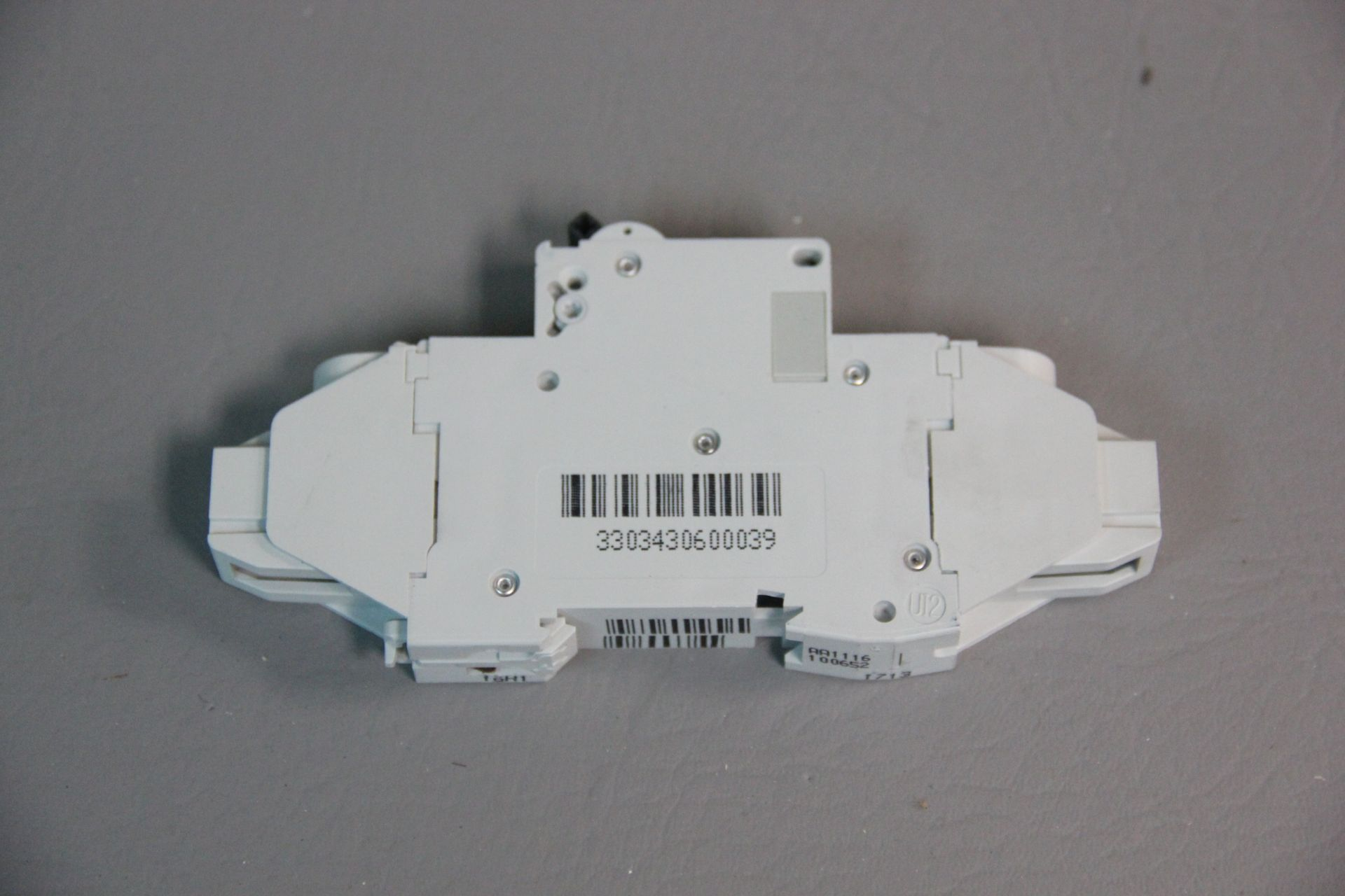 NEW SCHNEIDER MULTI 9 CIRCUIT BREAKER - Image 2 of 4