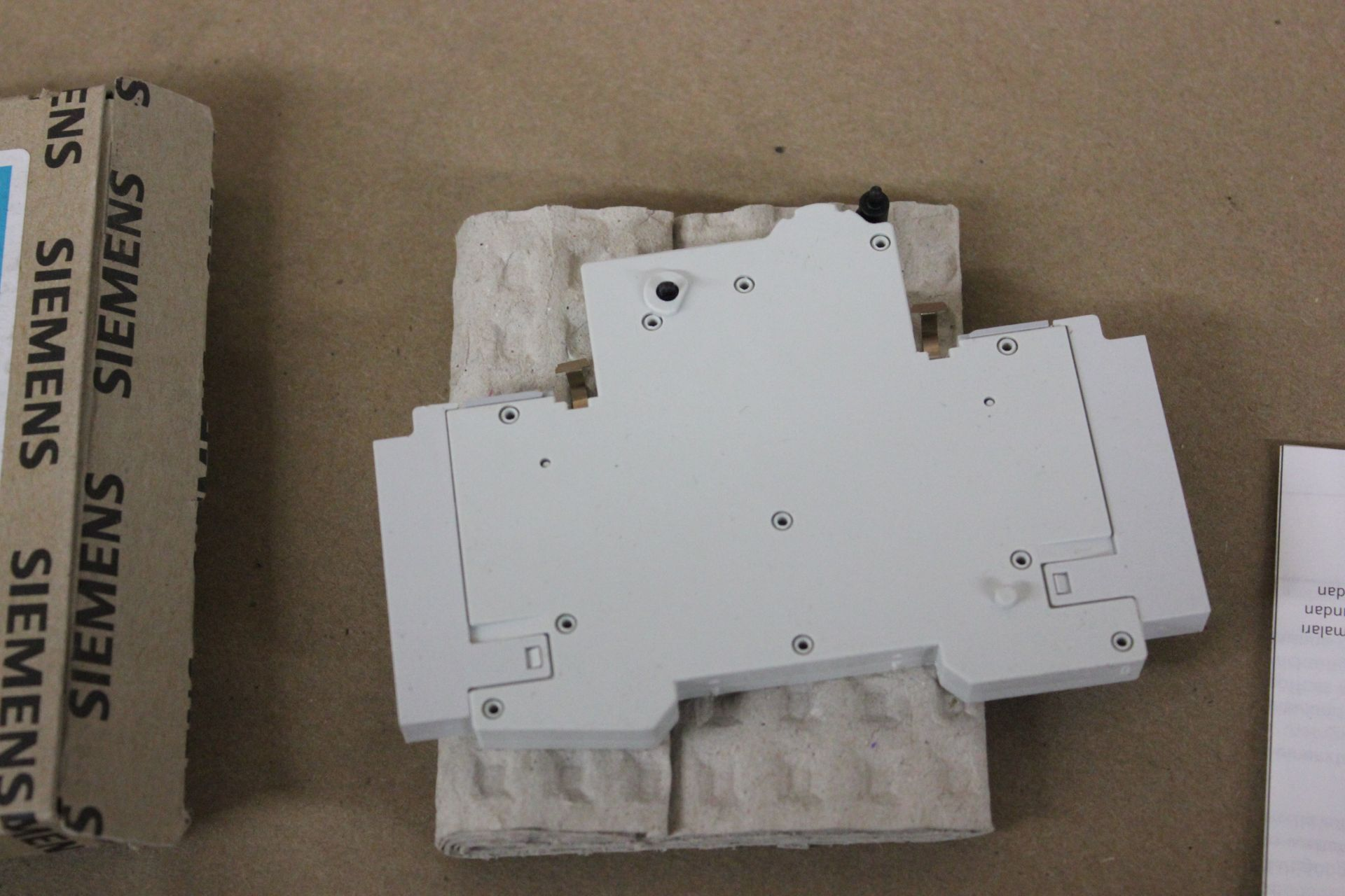 LOT OF NEW SIEMENS AUXILIARY CIRCUIT SWITCH - Image 5 of 5