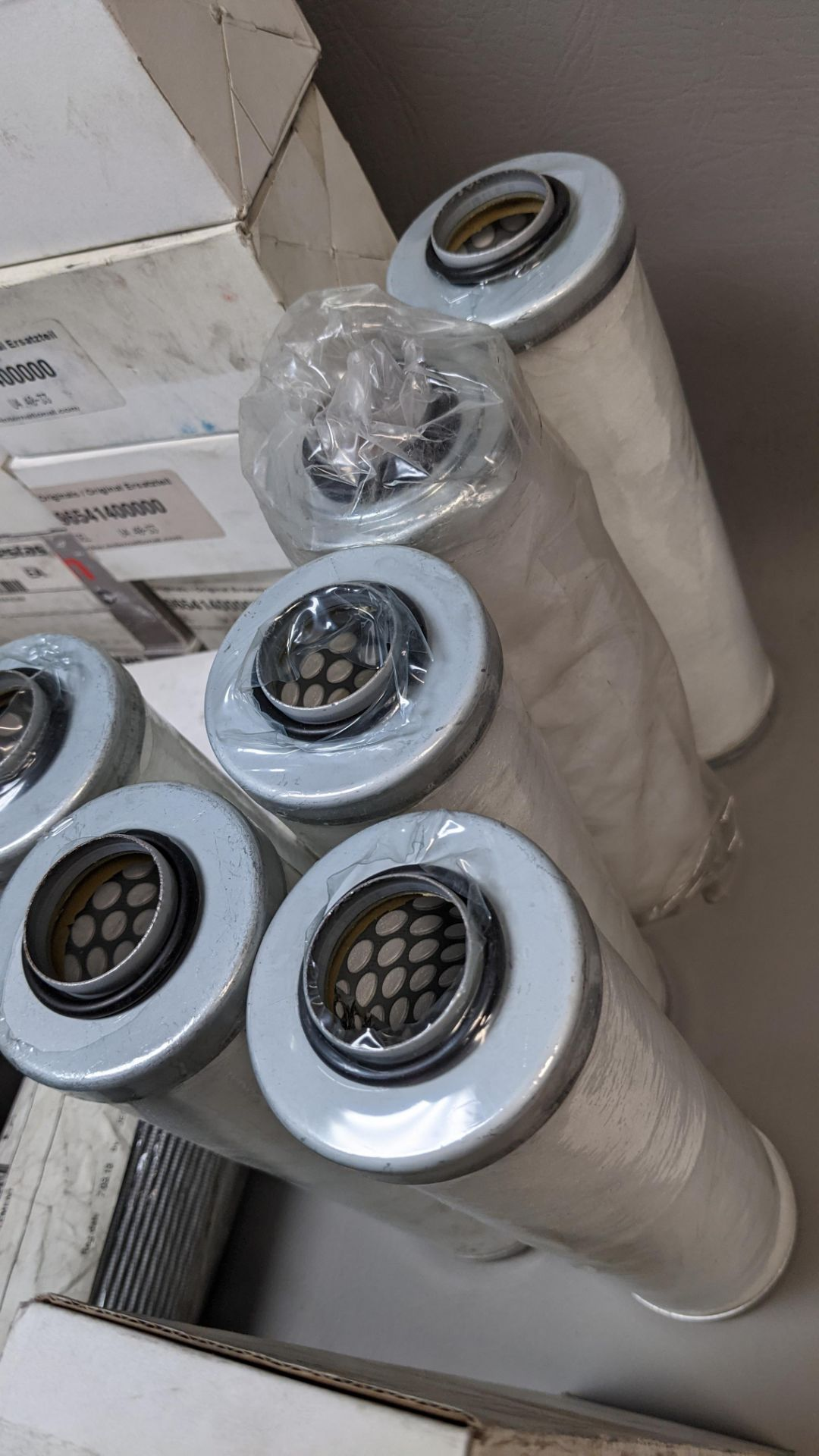LARGE LOT OF VARIOUS NEW INDUSTRIAL FILTERS - Image 12 of 14
