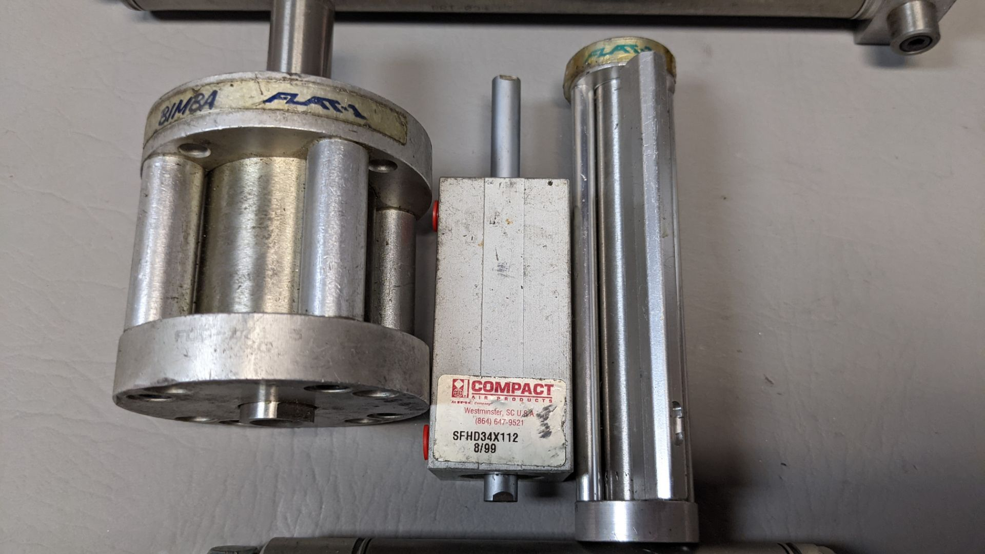 LOT OF PNEUMATIC CYLINDERS - Image 3 of 4