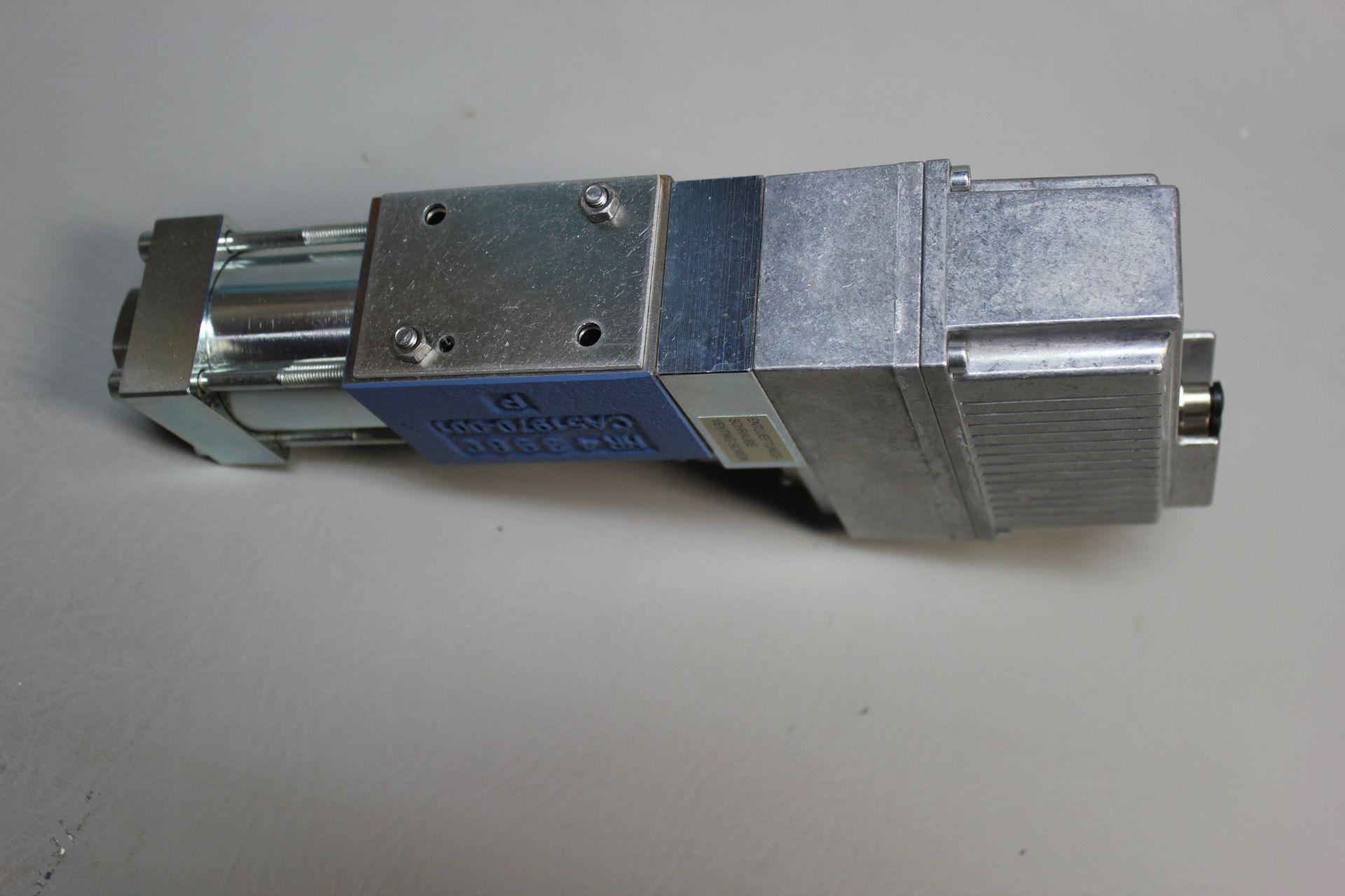 NEW MOOG DIRECT DRIVE DIGITAL CONTROL HYDRAULIC SERVO VALVE - Image 12 of 12