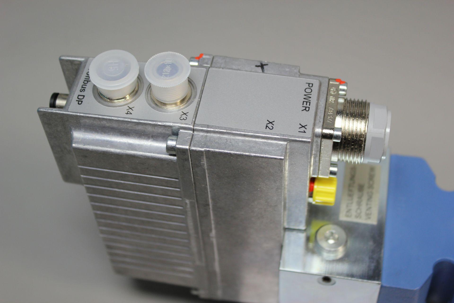 NEW MOOG DIRECT DRIVE DIGITAL CONTROL HYDRAULIC SERVO VALVE - Image 6 of 14