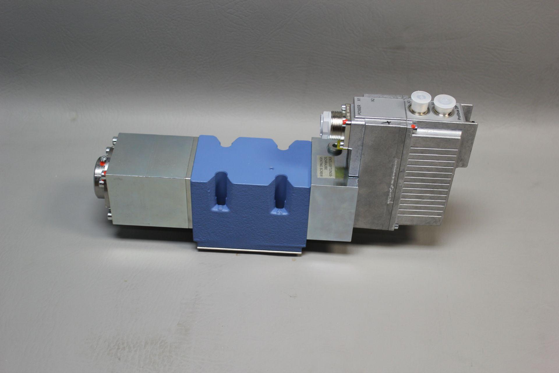 NEW MOOG DIRECT DRIVE DIGITAL CONTROL HYDRAULIC SERVO VALVE - Image 12 of 15