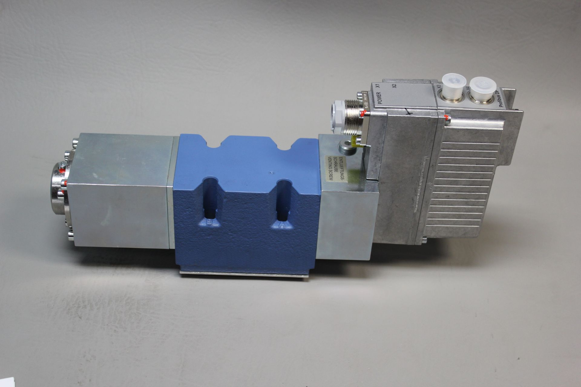 NEW MOOG DIRECT DRIVE DIGITAL CONTROL HYDRAULIC SERVO VALVE - Image 12 of 14