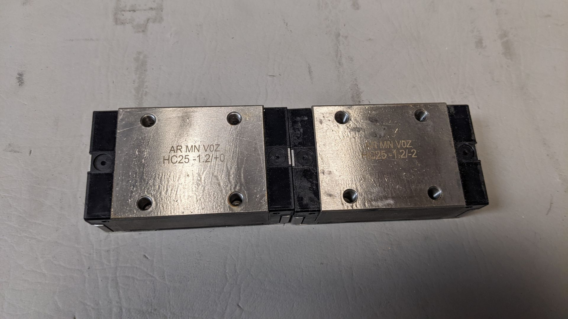 2 LINEAR RAIL BEARING CARRIAGES