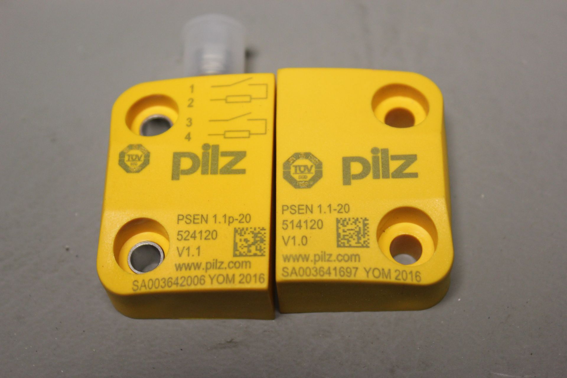 NEW PILZ MAGNETIC SAFETY SWITCH - Image 4 of 4