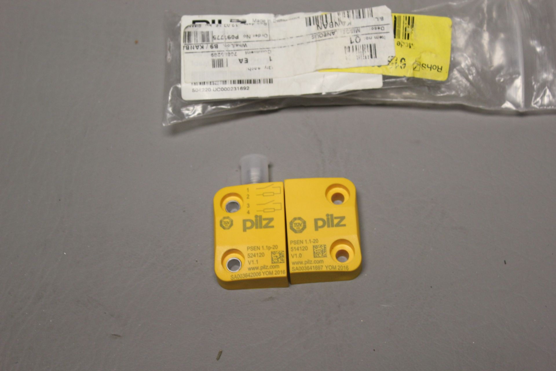 NEW PILZ MAGNETIC SAFETY SWITCH - Image 3 of 4