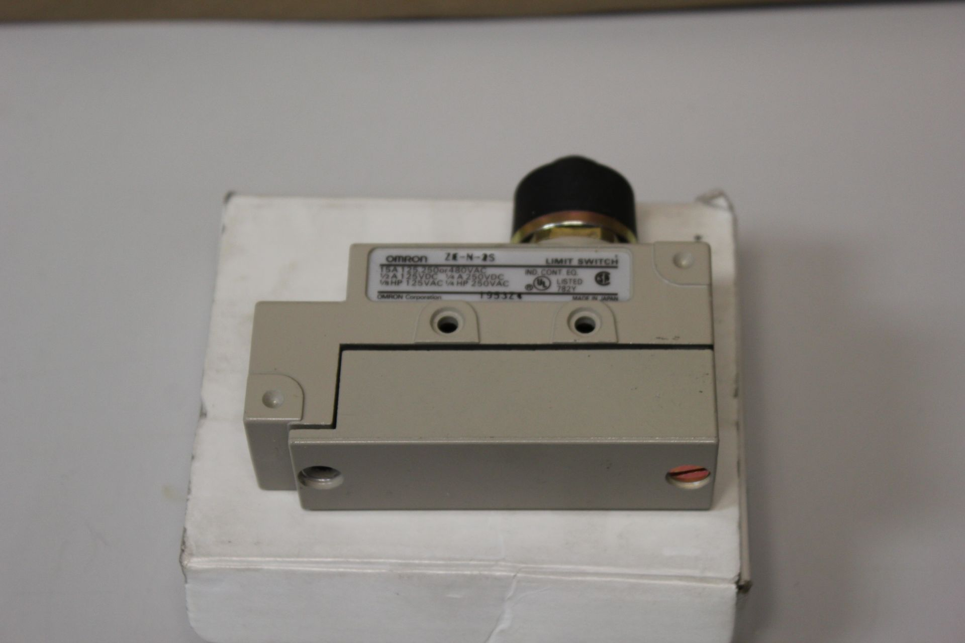 NEW OMRON LIMIT SWITCH - Image 3 of 4