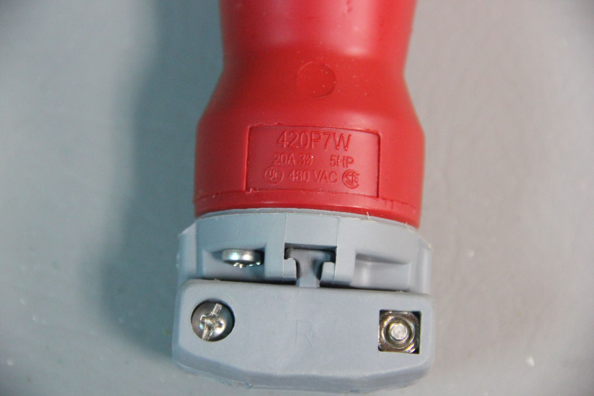NEW HUBBELL PIN & SLEEVE WATERTIGHT ELECTRICAL PLUG - Image 4 of 4