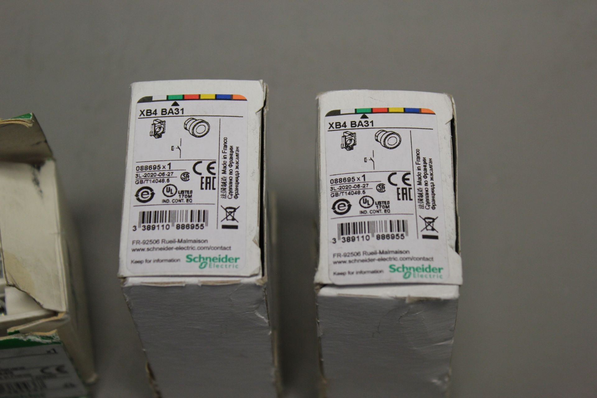 LOT OF NEW SCHNEIDER ELECTRIC PARTS - Image 2 of 3