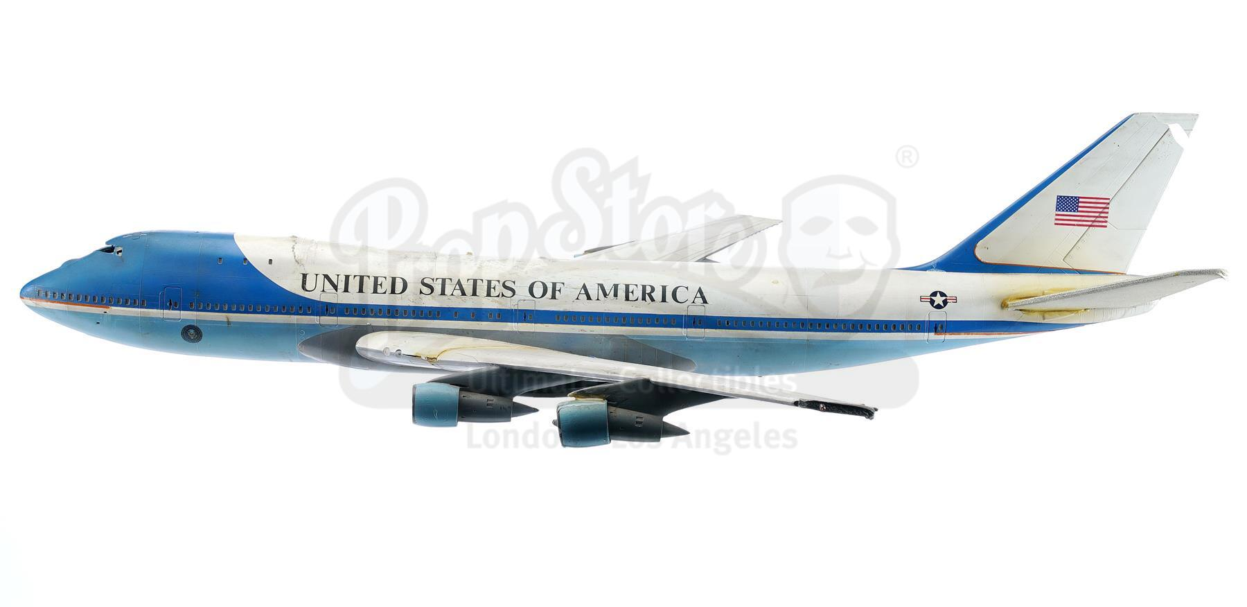 Lot # 760: INDEPENDENCE DAY - Air Force One Model Miniature