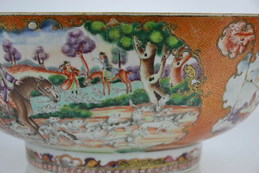 A late 18th / early 19th century Chinese bowl, the enamelled vistas depicting hunting scenes with - Image 3 of 5