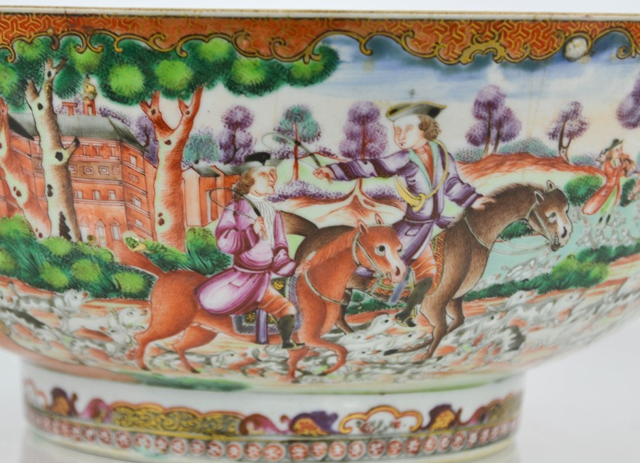 A late 18th / early 19th century Chinese bowl, the enamelled vistas depicting hunting scenes with - Image 2 of 5