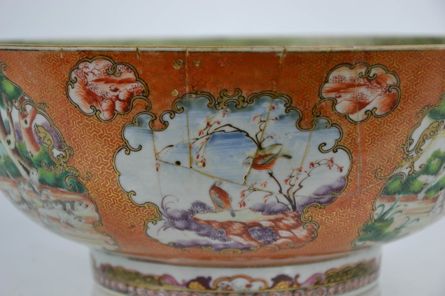 A late 18th / early 19th century Chinese bowl, the enamelled vistas depicting hunting scenes with - Image 4 of 5