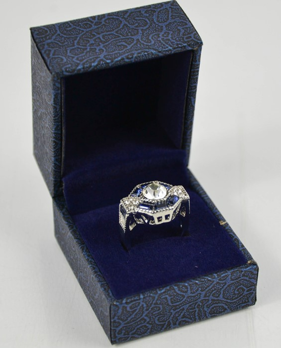 A blue hexagonal form dress ring, size L, 6.52g. - Image 2 of 3