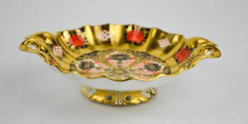 Two Royal Crown Derby scallop dishes, in the 1128 Imari pattern, and 2451.