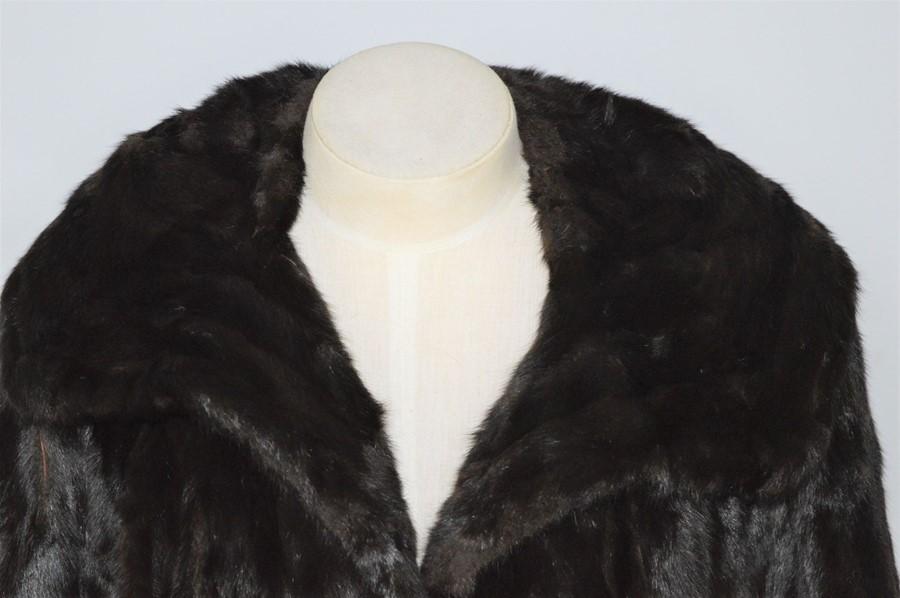 A vintage Ermine fur jacket - Image 2 of 2