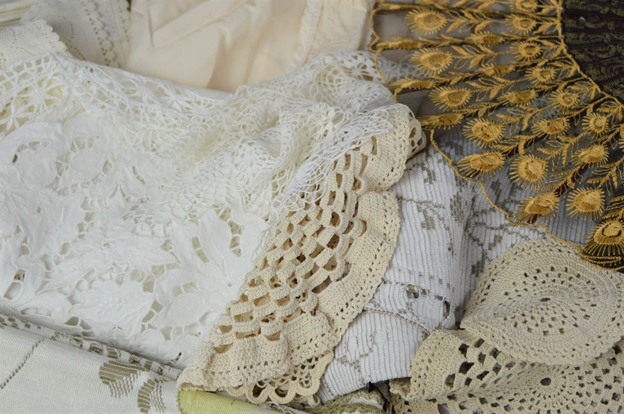 A quantity of linen, lace, a christening gown and a fan. - Image 2 of 2