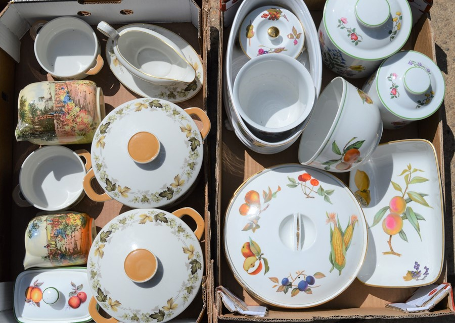 A quantity of Spode / Royal Worcester, Evesham Vale, and Royal Doulton. - Image 2 of 2