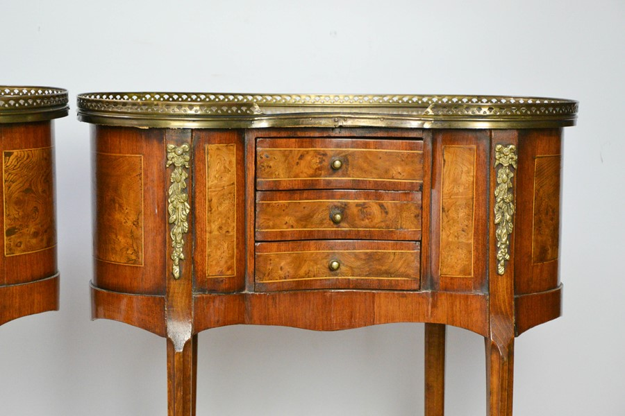 A fine pair of Louis XV style late 19th century burr elm and mahogany strung side tables, with - Image 2 of 3