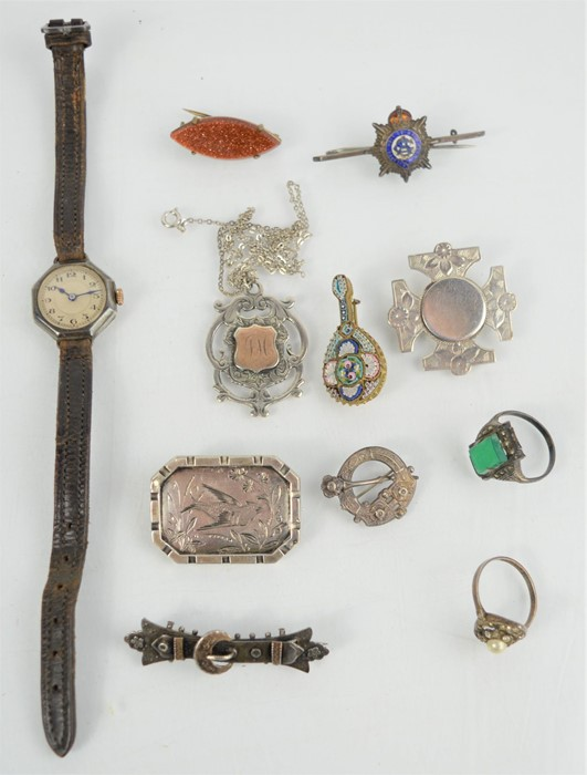 A group of Victorian and later jewellery to include a silver Victorian brooch, silver 1930s cocktail