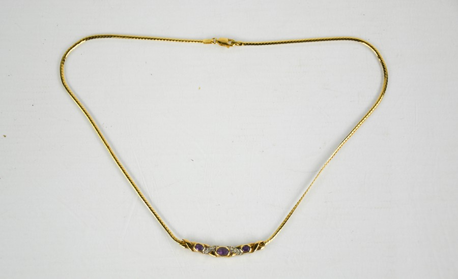 A 9ct gold and amethyst necklace, 6.85g.