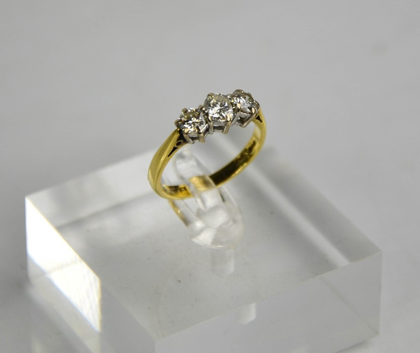 An 18ct gold three stone diamond trilogy ring, 1ct total diamond weight, size L½, 3g. - Image 4 of 5