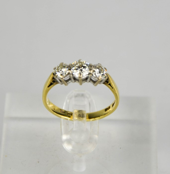 An 18ct gold three stone diamond trilogy ring, 1ct total diamond weight, size L½, 3g. - Image 3 of 5