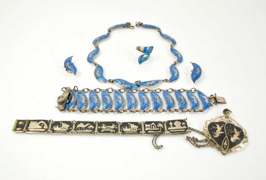 A Siam silver jewellery set and niello work bracelet and pendant.