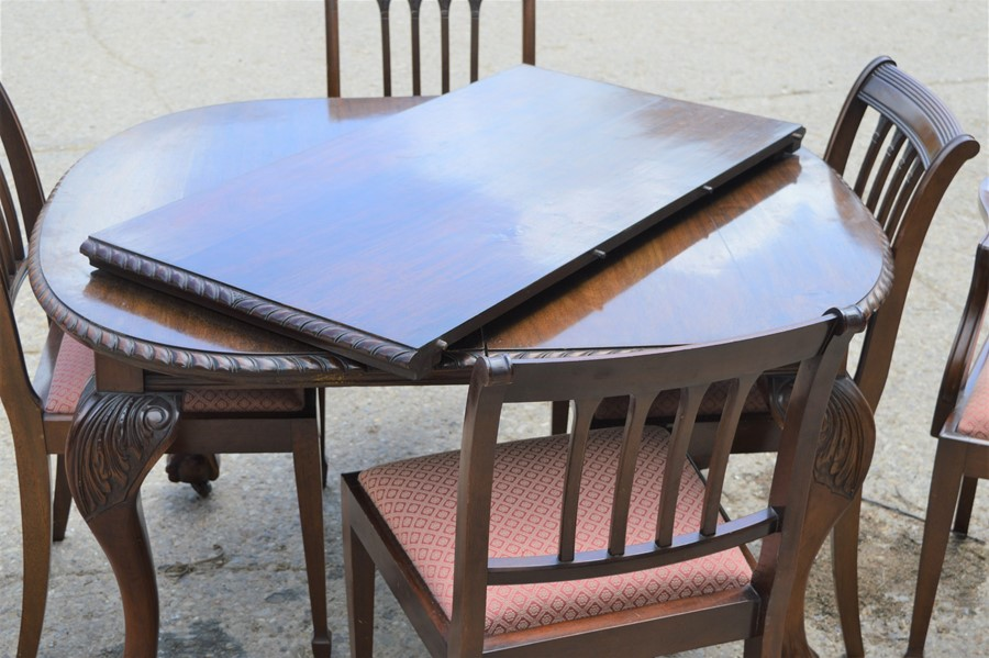 A Victorian oval extending dining table with ball and claw feet together with six dining chairs, - Image 4 of 4