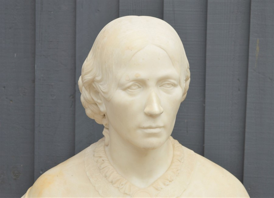 An early 19th century marble carved bust of a noble woman, 62cm high - Image 2 of 3